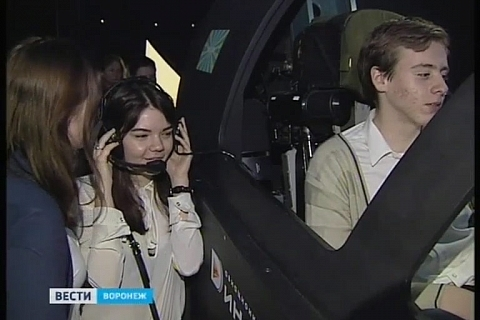 Vesti Voronezh / Voronezh high schoolers get to see unique Su 34 simulator